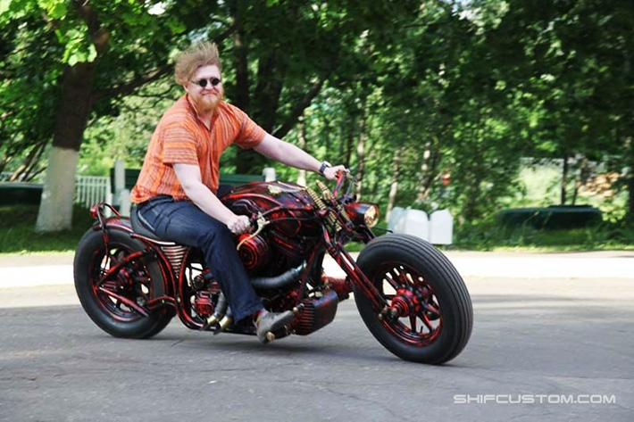 c6d7889cc392c56a8b49c2be0196b387 When Russians Customize Motorbikes [in Pictures]